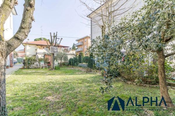 Casa indipendente in vendita a Forlì, Arredato, con giardino, 305 mq