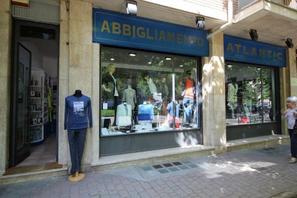 Locale Commerciale  in vendita a Alpignano, Centro, Arredato, 40 mq