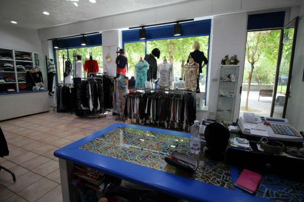 Locale Commerciale  in vendita a Alpignano, Centro, Arredato, 40 mq - Foto 2