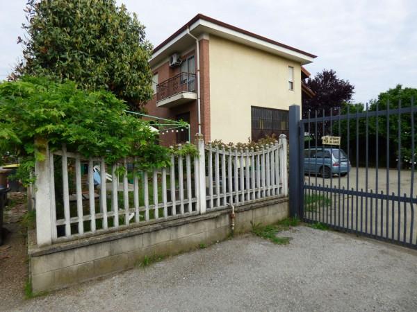 Casa indipendente in vendita a Borgaro Torinese, Villaretto, Con giardino, 300 mq