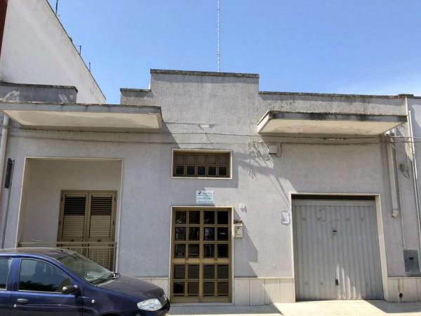 Casa indipendente in vendita a Lecce, Viale Grassi, Con giardino, 150 mq