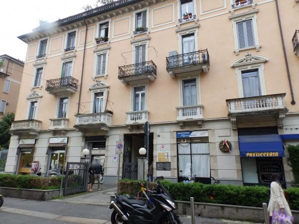 Locale Commerciale  in vendita a Milano, 516 mq
