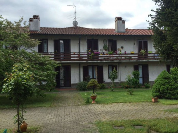 Appartamento in vendita a Gorla Minore, Ospedale, Con giardino, 68 mq