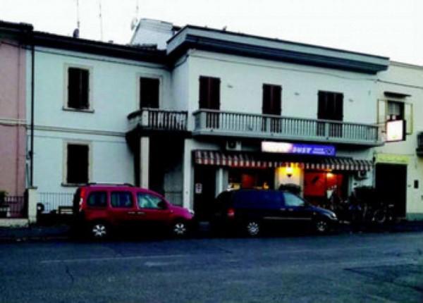 Casa indipendente in vendita a Prato, Con giardino, 60 mq
