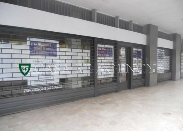 Negozio in vendita a Varese, 200 mq