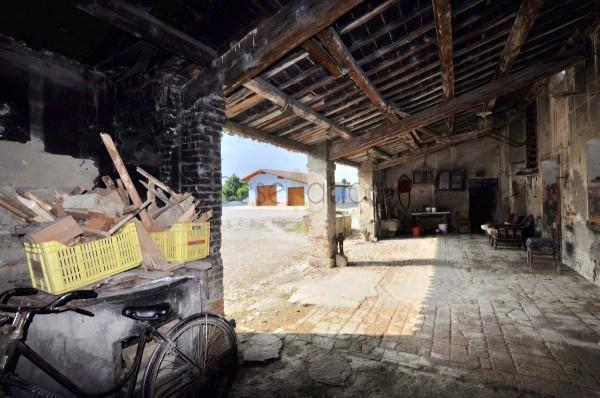 Locale Commerciale  in vendita a Cesenatico, Borella, 450 mq