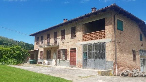 Rustico/Casale in vendita a Castell'Alfero, Castell'alfero, Con giardino, 360 mq
