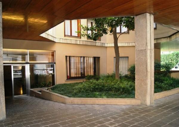Appartamento in affitto a Milano, Corso Italia, Arredato, con giardino, 80 mq