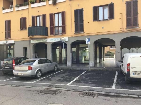 Negozio in affitto a Lentate sul Seveso, Centrale, 140 mq
