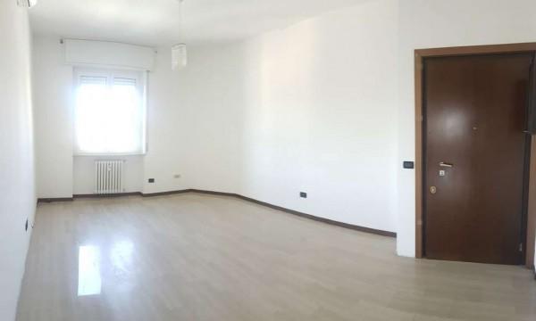 Appartamento in vendita a Legnano, 70 mq
