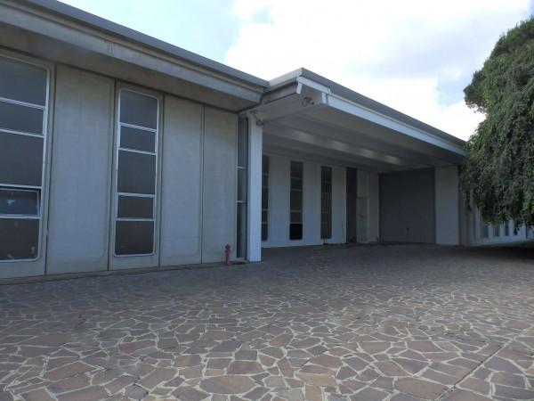 Locale Commerciale  in affitto a Mariano Comense, Con giardino, 950 mq