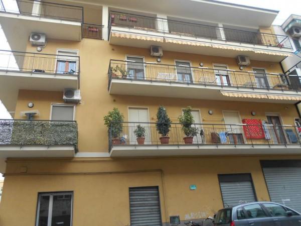 Locale Commerciale  in vendita a Napoli, 600 mq