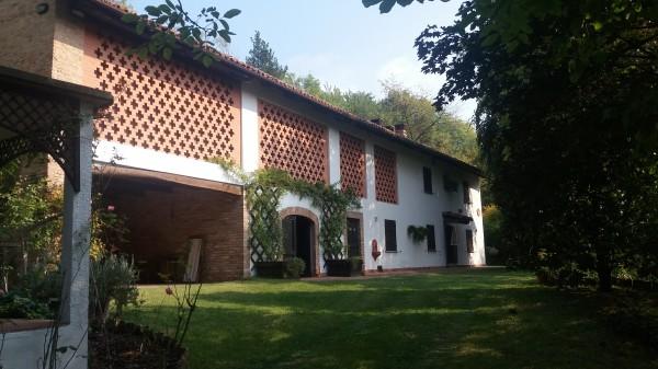 Locale Commerciale  in vendita a Mombercelli, Rurale, Con giardino, 307 mq
