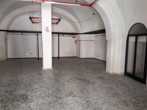 Locale Commerciale  in vendita a Triggiano, Centrale, 100 mq