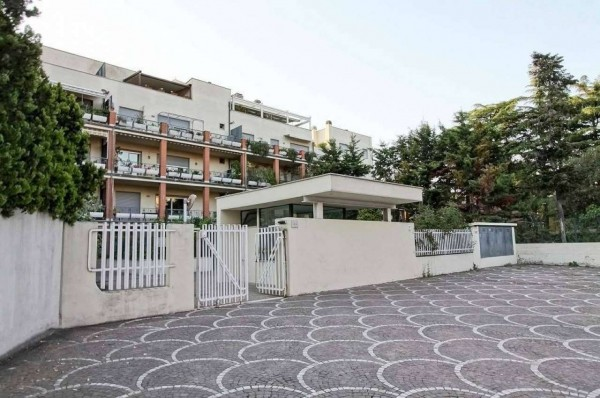 Appartamento in vendita a Roma, Arredato, con giardino, 70 mq