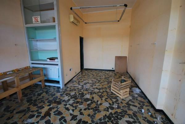 Negozio in affitto a Genova, 25 mq