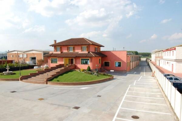 Capannone in affitto a Santena, Con giardino, 3600 mq