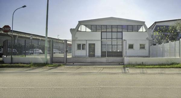 Capannone in vendita a San Giuliano Milanese, 498 mq