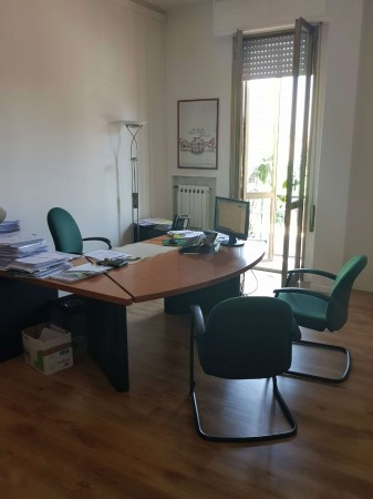 Ufficio in affitto a Modena, 125 mq