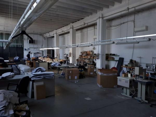 Capannone in vendita a Solaro, Elettrolux, 480 mq