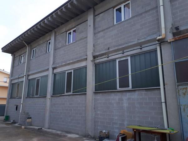 Capannone in vendita a Solaro, Elettrolux, Con giardino, 480 mq