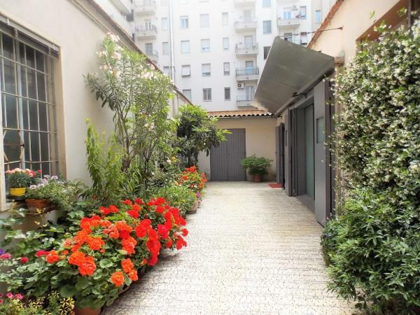 Locale Commerciale  in affitto a Milano, Corso Genova, 170 mq