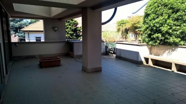 Appartamento in affitto a Magenta, Centro, 150 mq