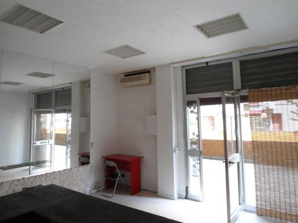 Negozio in vendita a Roma, Laurentino, 45 mq