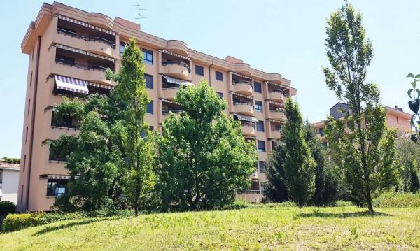 Appartamento in vendita a Monza, 97 mq