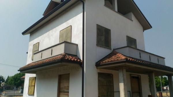 Villetta a schiera in vendita a Castellazzo Bormida, Con giardino, 140 mq