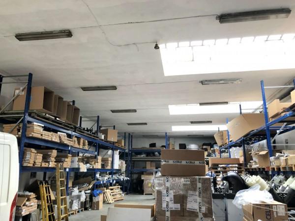 Capannone in vendita a Torino, 430 mq