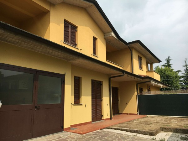 Villetta a schiera in vendita a Capralba, Residenziale, Con giardino, 179 mq