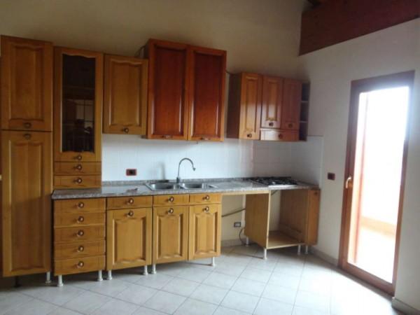 Appartamento in vendita a Pomezia, Semicentrale, 65 mq