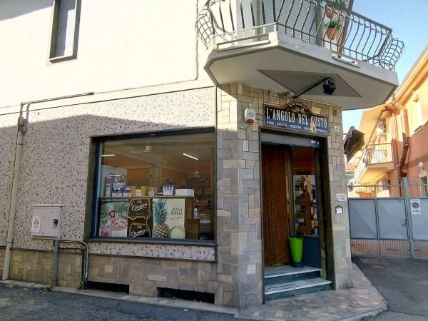 Locale Commerciale  in vendita a Candiolo, Centralissima, Arredato, 80 mq