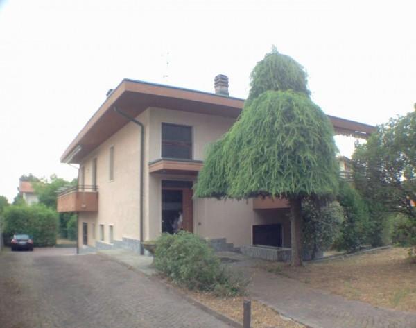 Casa indipendente in vendita a Cassano Magnago, Con giardino, 200 mq