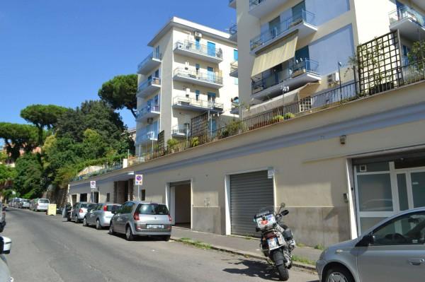 Locale Commerciale  in vendita a Roma, Tor Marancia, 35 mq