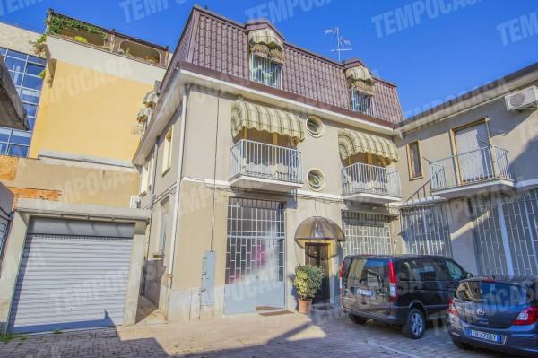 Locale Commerciale  in vendita a Milano, Affori Centro