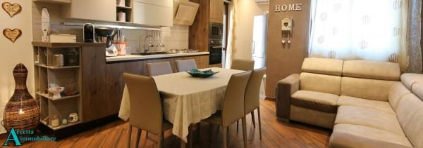 Appartamento in vendita a Taranto, Residenziale, Con giardino, 74 mq