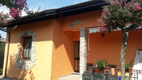 Casa indipendente in vendita a Casorate Sempione, Residenziale, Con giardino, 280 mq