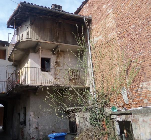 Casa indipendente in vendita a Galliate, Centro, 60 mq
