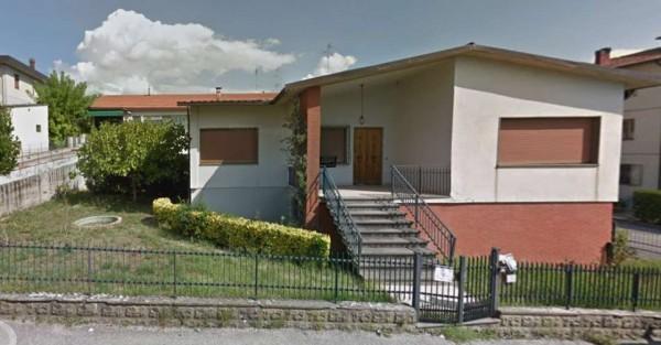 Villa in vendita a Quarrata, Quarrata, Con giardino, 169 mq