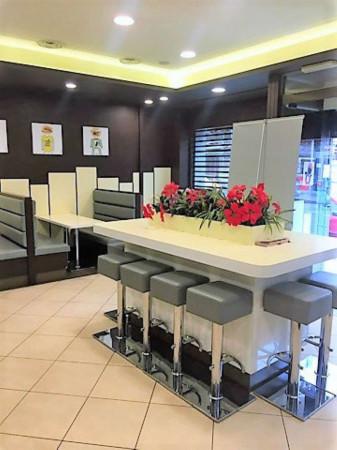 Locale Commerciale  in affitto a Torino, 240 mq