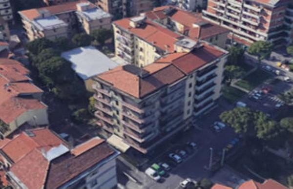 Appartamento in vendita a Prato, Con giardino, 125 mq