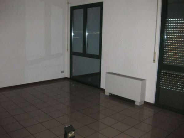 Ufficio in affitto a Bareggio, Commerciale