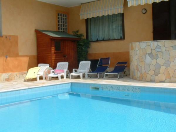 Villa in vendita a Bareggio, Semi Centrale, Con giardino, 380 mq