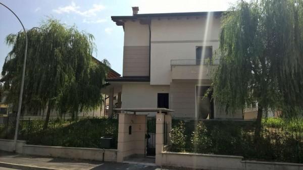 Villa in vendita a Boffalora sopra Ticino, Residenziale, Con giardino, 300 mq