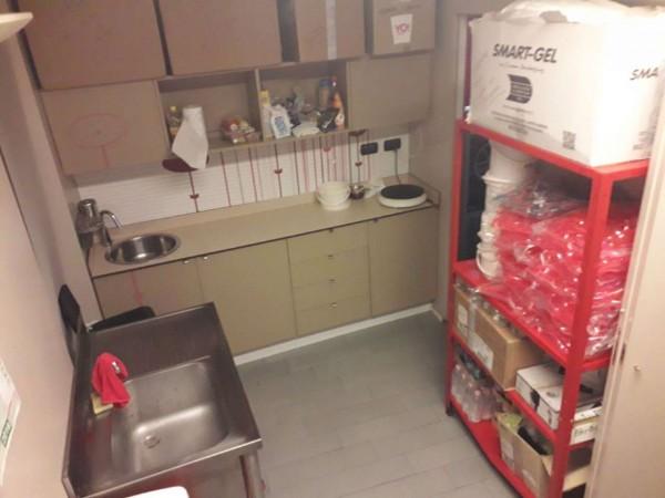 Locale Commerciale  in vendita a Rho, Centro, Arredato, 60 mq - Foto 4