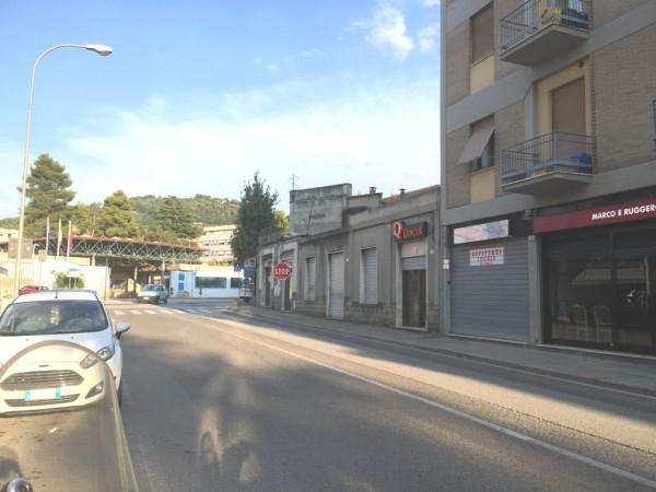 Locale Commerciale  in affitto a Spoleto, Semicentrale, 31 mq