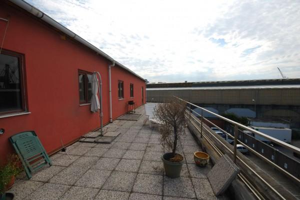 Locale Commerciale  in vendita a Genova, 465 mq