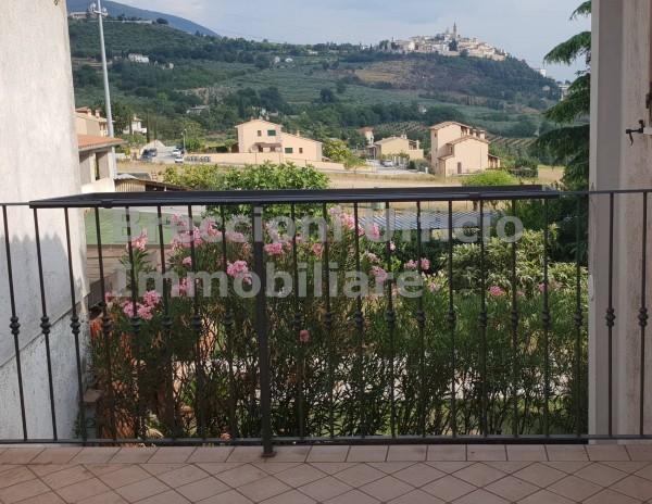 Appartamento in affitto a Trevi, Santa Maria In Valle, 110 mq